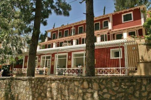 Zefiros Traditional Hotel